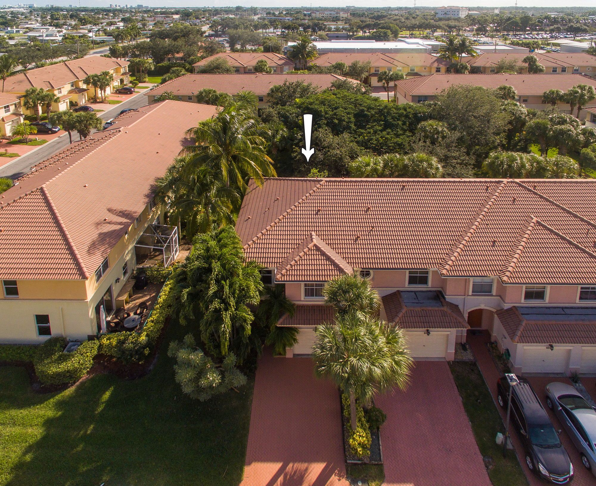 Bright Spacious Open Plan 3br 2 Ba Corner Townhome With Green Views Located In The Private Gated Community Palm Beach Gardens Palm Beach Palm Beach County