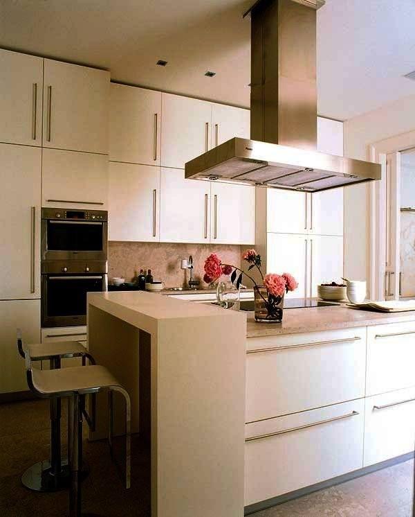 pequena cozinha com armrios