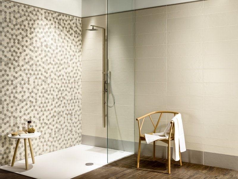 Leuke badkamer tegels in naturel tinten voor een moderne en warme ...