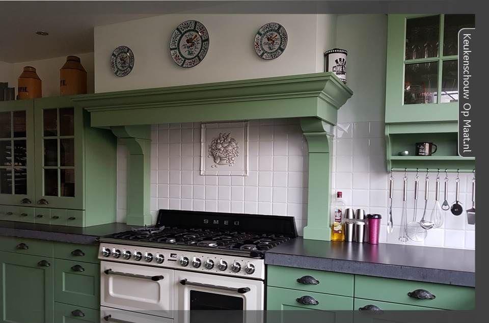 Mooie landelijke keukenschouw met consoles. past mooi bij deze
