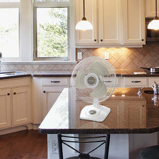 Exceptionnel 12u2033 Oscillating Premium Table Fan Offers Convenient Front Mounted Controls