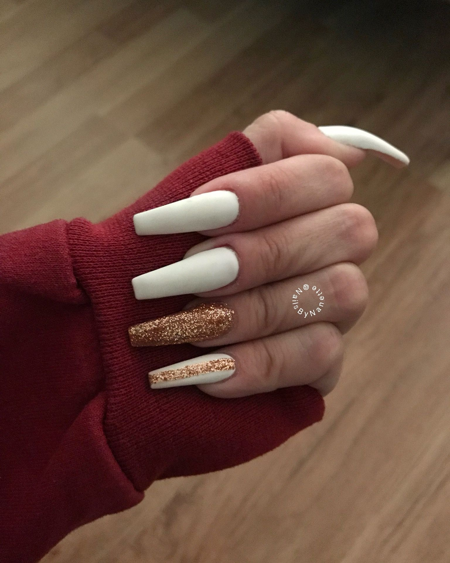 Matte Nails White Nails Gold Nails White And Gold Nails Gold Acrylic Nails Gold Nails Gold Nails Prom