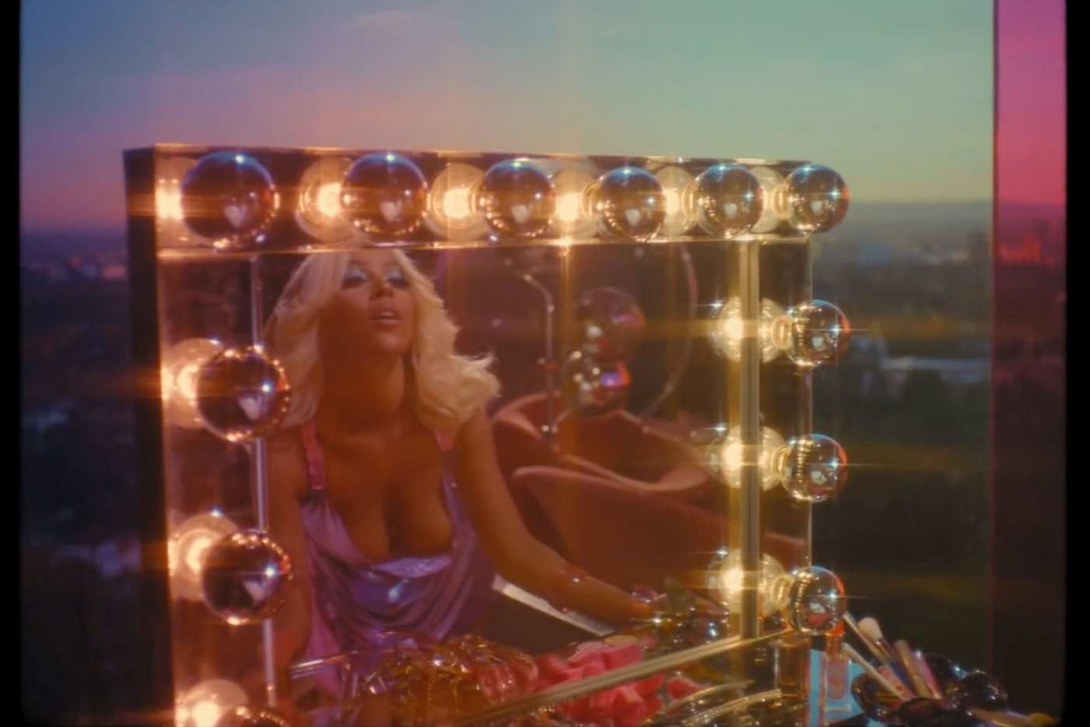 I Love the TRL Beauty Looks in this New Music Video in