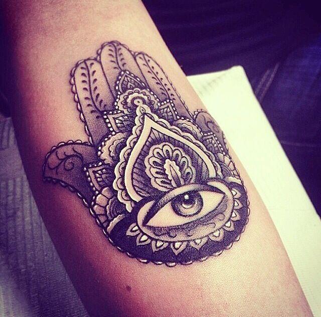 10 Tatuajes De La Mano De Fátima Para La Protección Y Buena Suerte