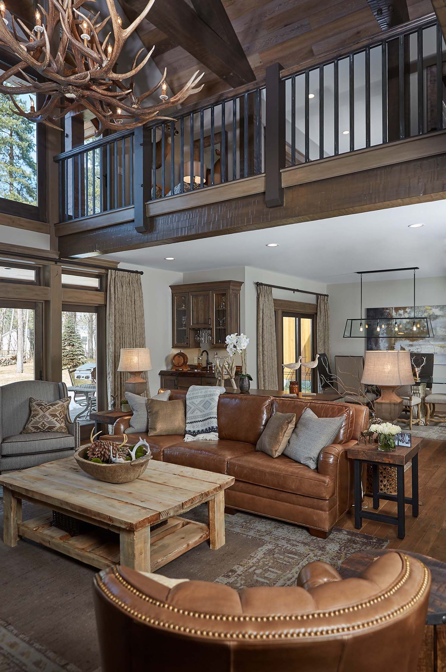 Delightful Rustic Feel Exuded By Northern Michigan Home Rustic Living Room Design Rustic Chic Living Room Rustic Home Design