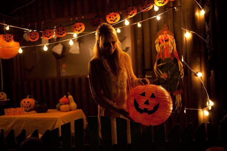 99 Idees De Decoration D Halloween A Fabriquer Avec Des Citrouilles Deco De Fete Halloween Zenidees Decoration Halloween Decoration D Halloween Halloween A Fabriquer
