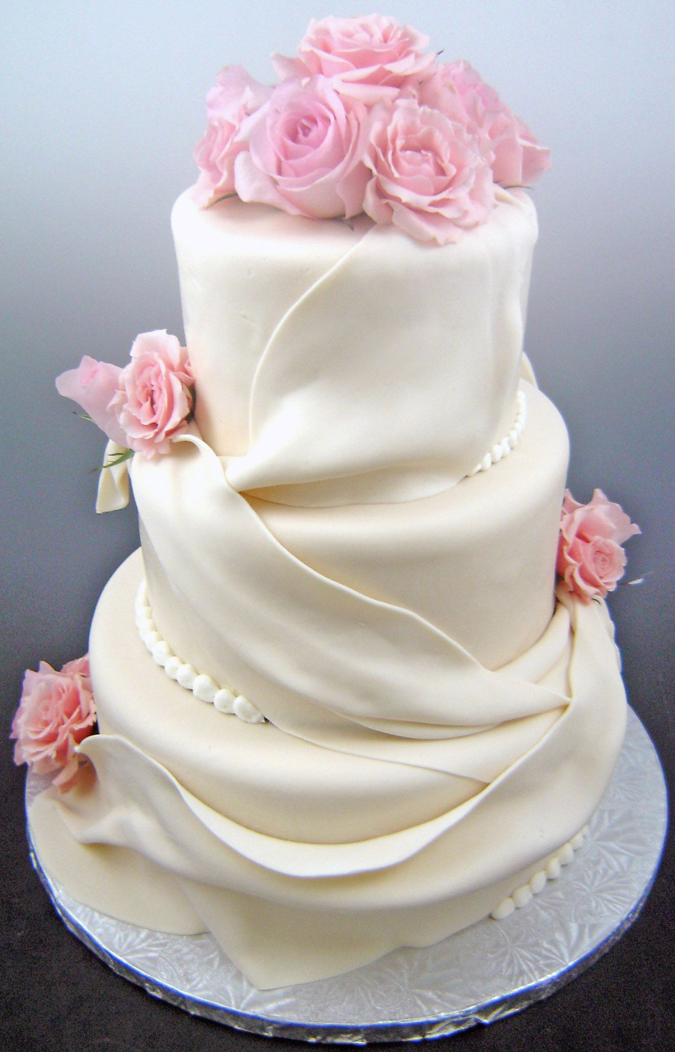 There are so many design of wedding cake from all of cake stores ...