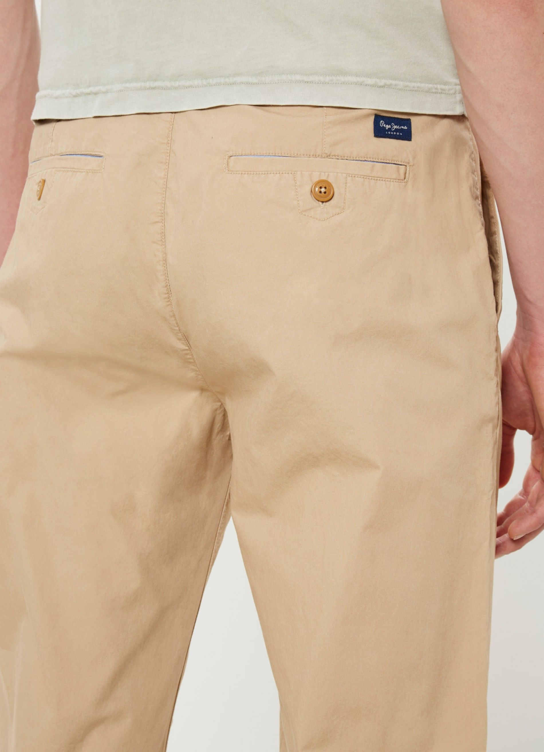 Regular fit trousers with bias cut pockets and coin pocket. Back ticket pockets with button. Waistband with trim.