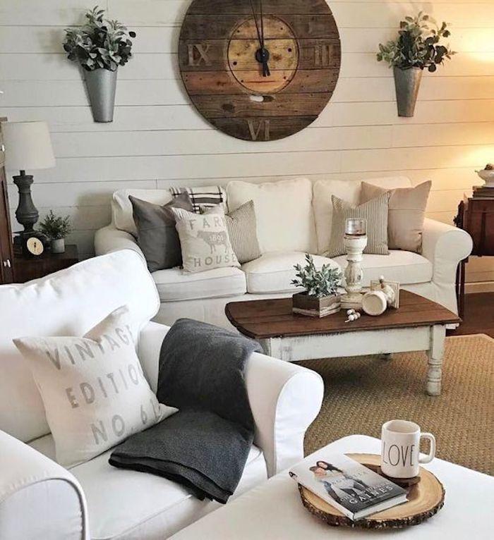 salon-shabby-chic-style-campagne-canap;é-et-fauteuil-blanc-table-basse-en-bois-horloge-rondelle ...