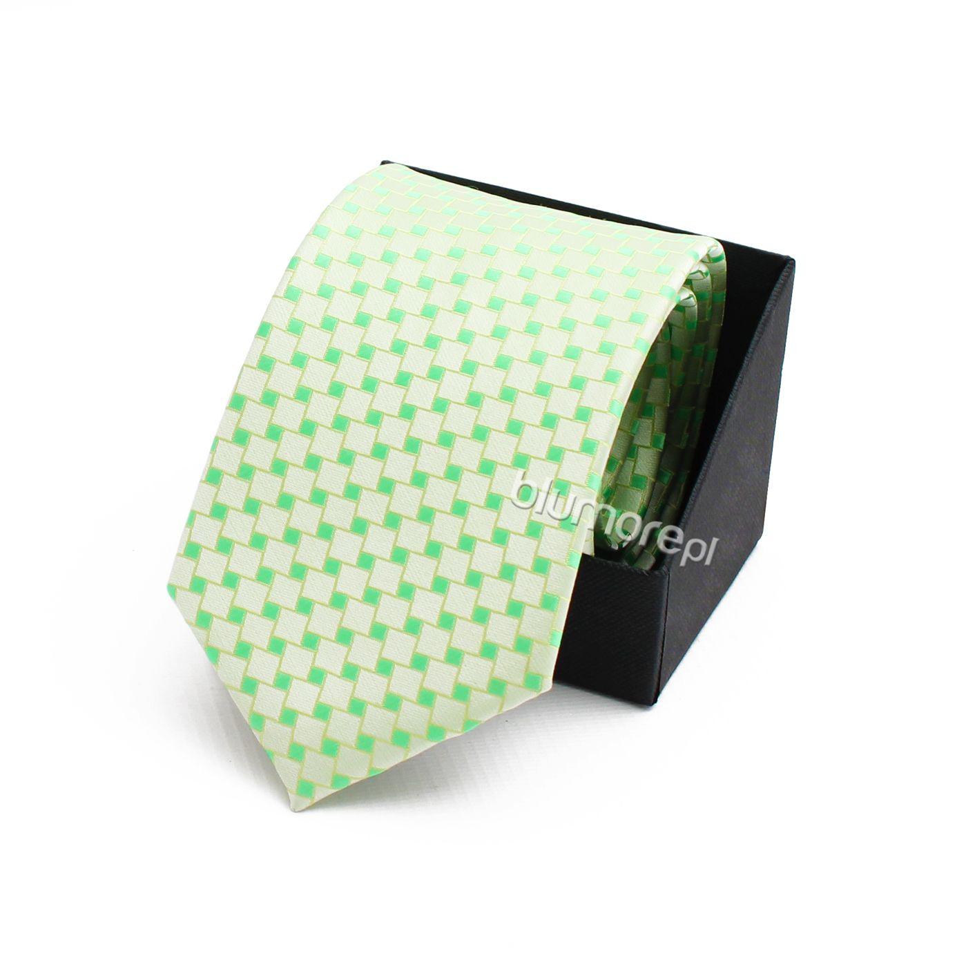 Już dziś kup swojemu synowi kolorowy krawat, który sprawi że jego wizytowa kreacja przestanie być ciemna i smutna! Sprawdź dostępne wzory na Blumore.pl! | Cena: 19,90 zł | Link do sklepu: http://tiny.pl/gx5j9