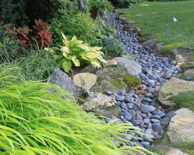 22 Jardines con piedras de rio
