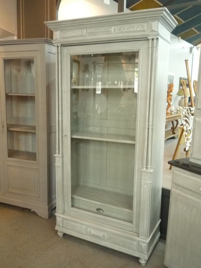 Aquadesign belle armoire repeinte en blanc painted - Repeindre vieille armoire ...