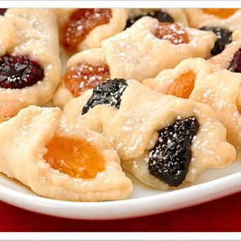Kiffles Are Traditional Hungarian Cookies Made From Cream Cheese Dough And Filled With Various Flavors Of Pastry Filli Food Hungarian Cookies Hungarian Recipes