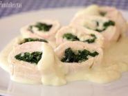 Rollitos de pollo con espinacas y salsa gorgonzola