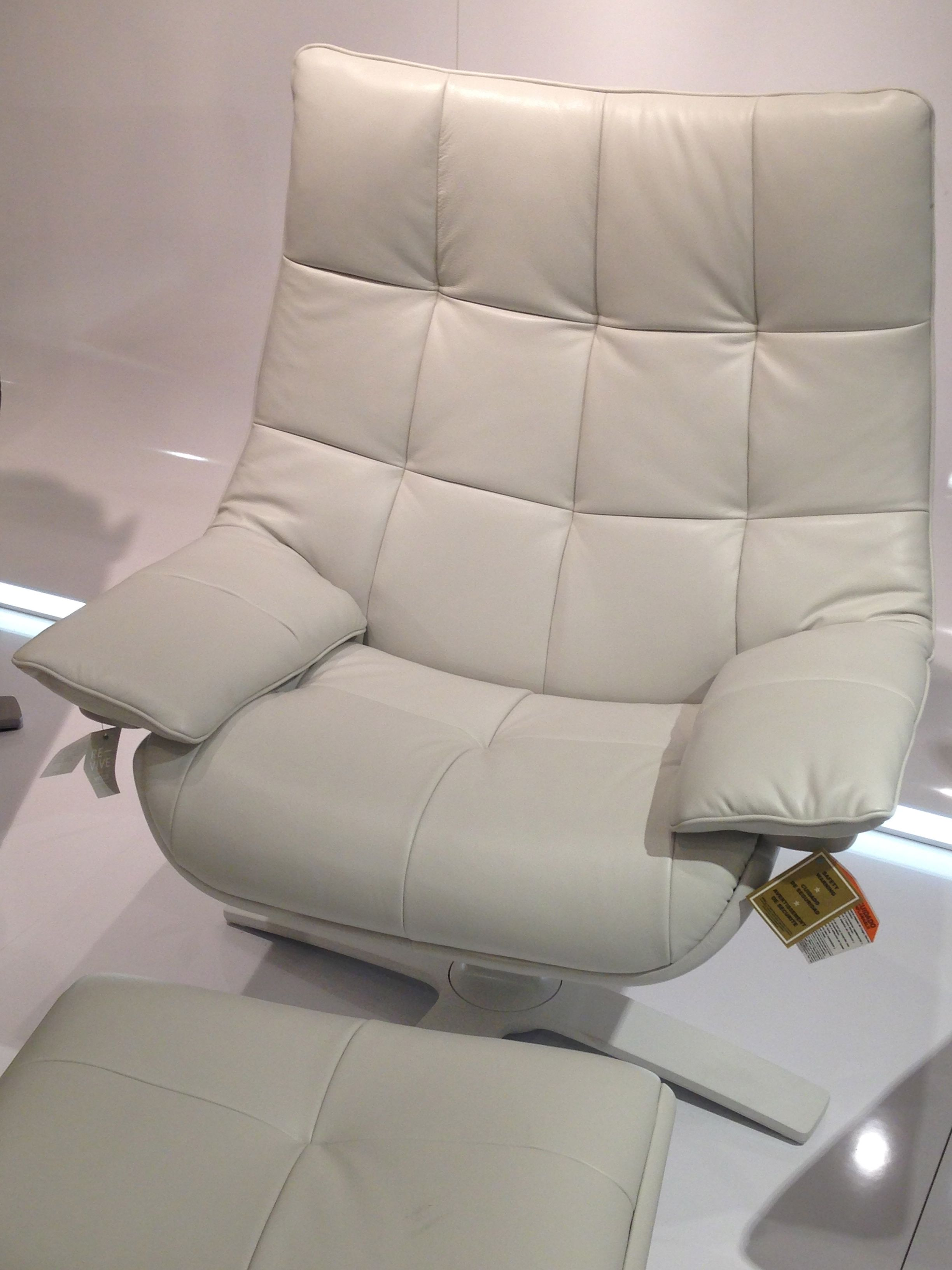 Love doing nothing the natuzzi re vive it moves as you for Canape natuzzi