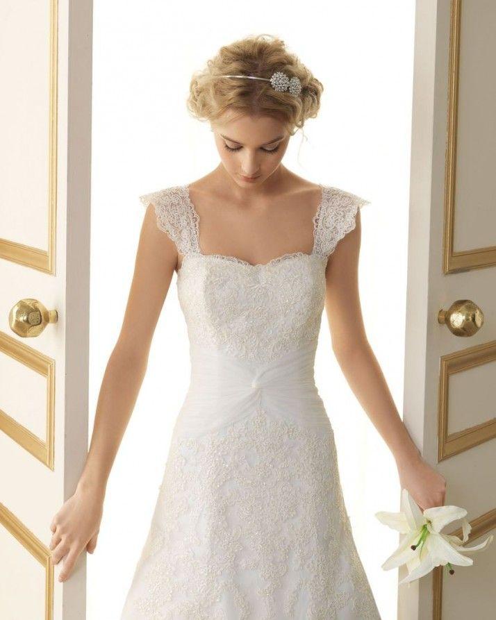 140 TERESA / Wedding Dresses / 2013 Collection / Luna Novias / Shown with Straps (close up)
