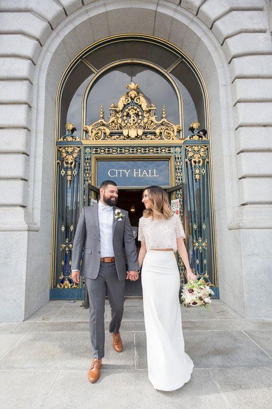 Standesamtliche Trauung Hochzeit Im Standesamt Brautoutfit Rock Und Top City Hall Wedding Dress City Hall Wedding Photos Courthouse Wedding