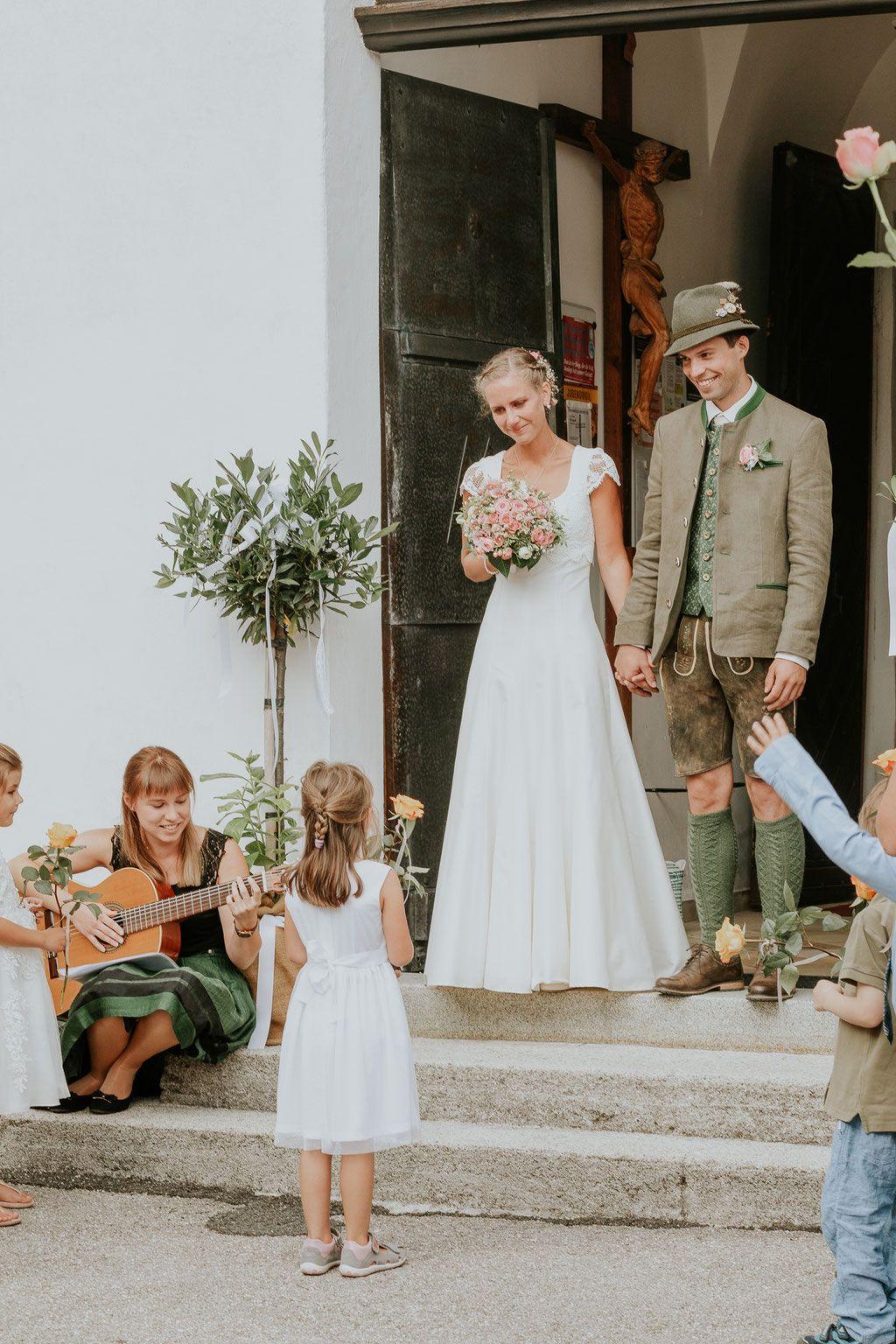 Hochzeit In Altmunster Neukirchen Bei Altmunster Brautpaarshooting Mit Traunsee Und Trauns Hochzeit Fotografieren Hochzeitsfoto Idee Hochzeitsfoto Standesamt