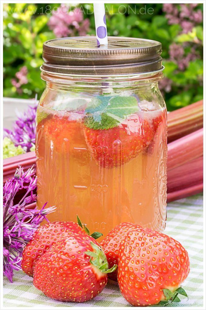 rhabarber erdbeer bowle rezept lecker und fruchtig f r den sommer pinterest erdbeer bowle. Black Bedroom Furniture Sets. Home Design Ideas