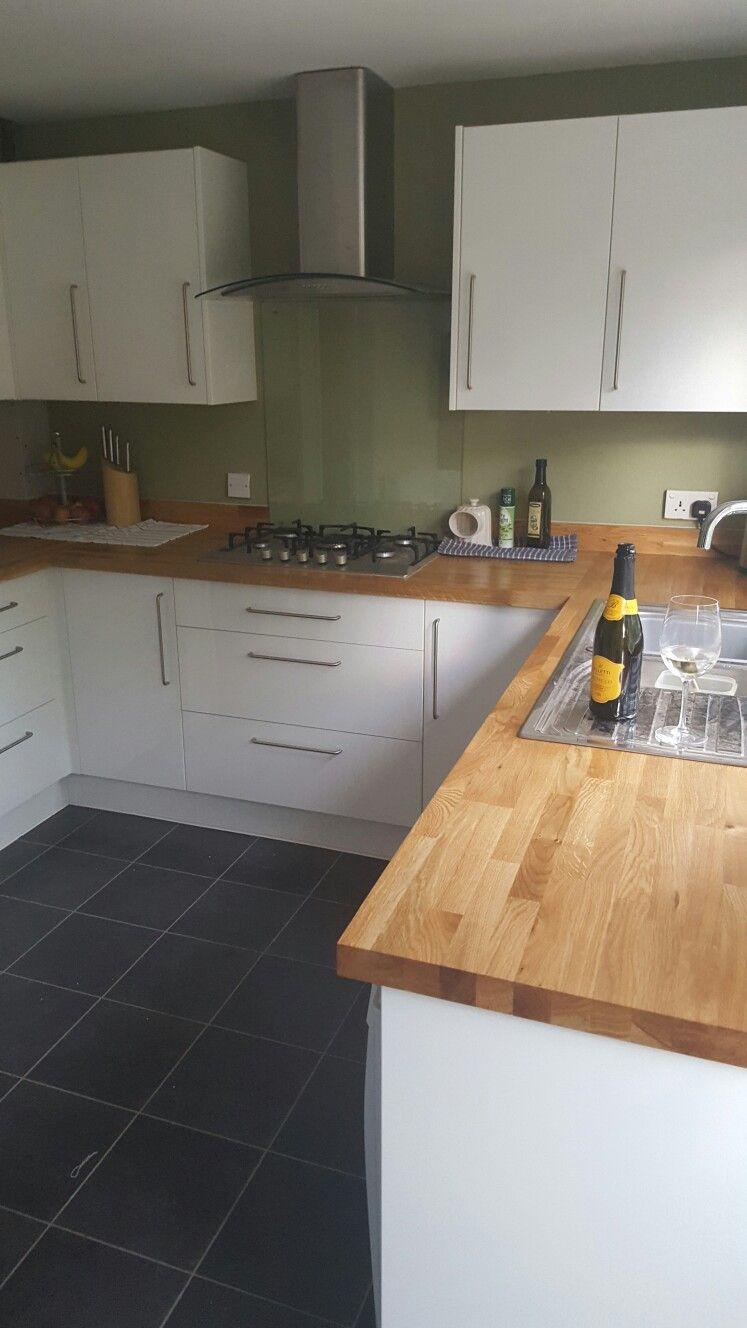Oak Worktops With White Gloss Frontals Kitchen Diy