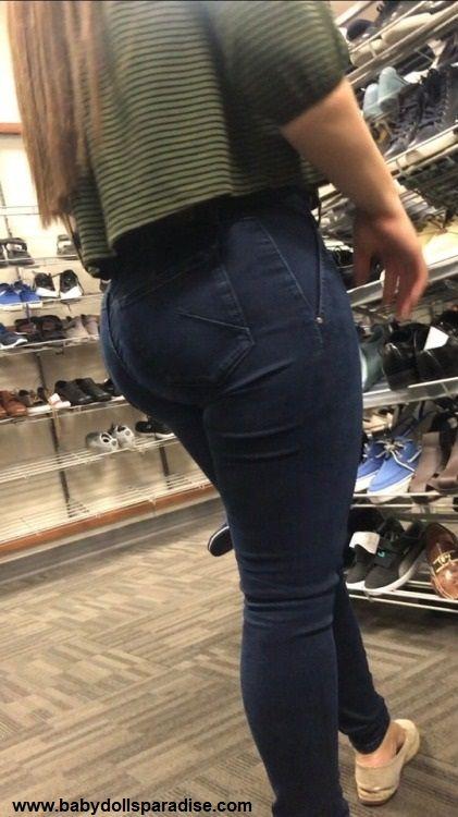 Juicy ass in pants
