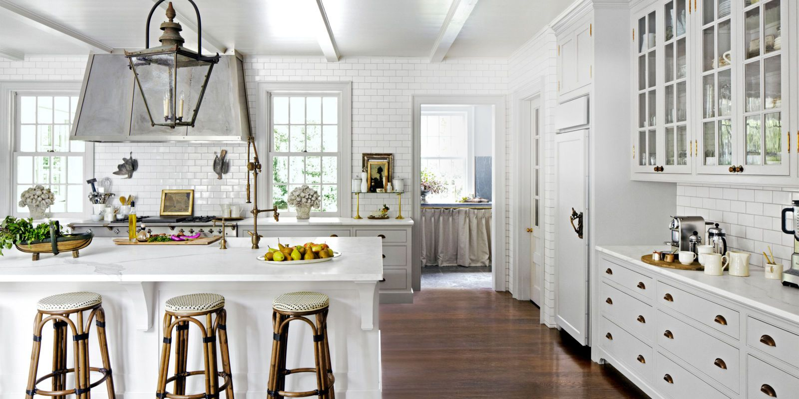 وقتي تصميم مي گيريم که يک آشپزخانه کاملا سفيد با کابینت های سفید
