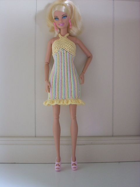 very cute, maybe my daughter will want to make this for her barbies. pattern at ravelry
