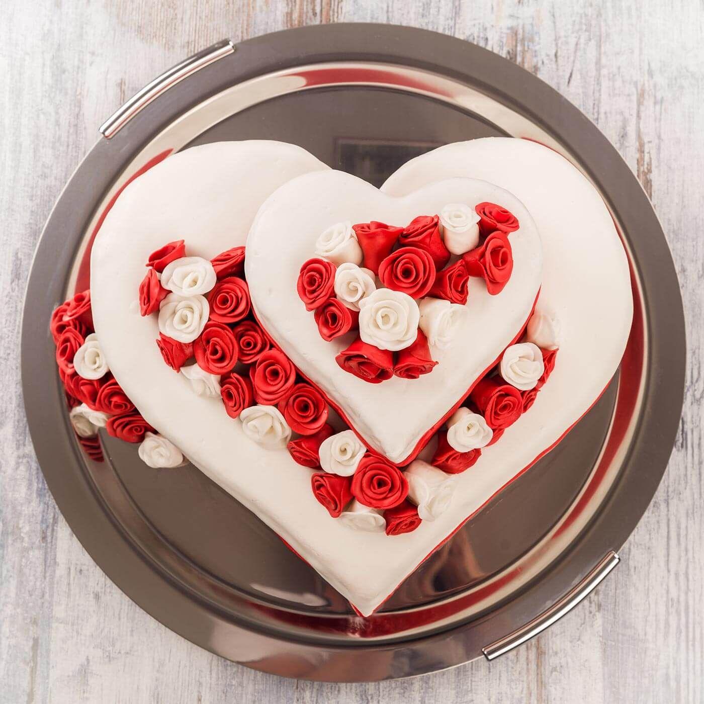 Hochzeitstorten In Herzform Tischdekoration Hochzeit Rot