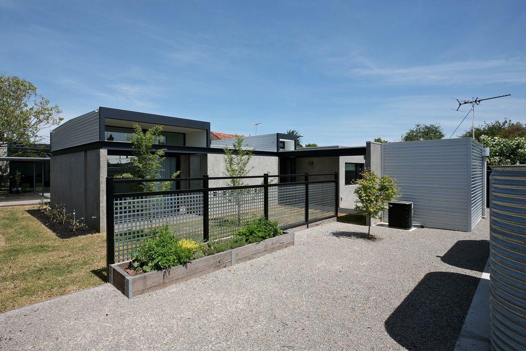 Hamilton courtyard house by gunn dyring architects