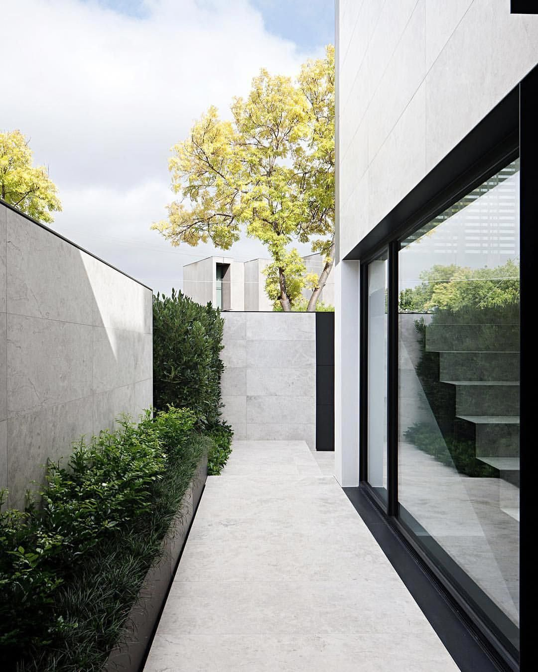 Browse To This Web Site Grassless Landscaping Hauswand Haus Und Garten Gartendesign Ideen