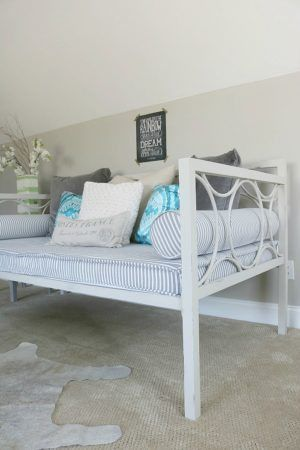 Metal Daybed Makeover Metal daybed, Daybed and Chalk paint