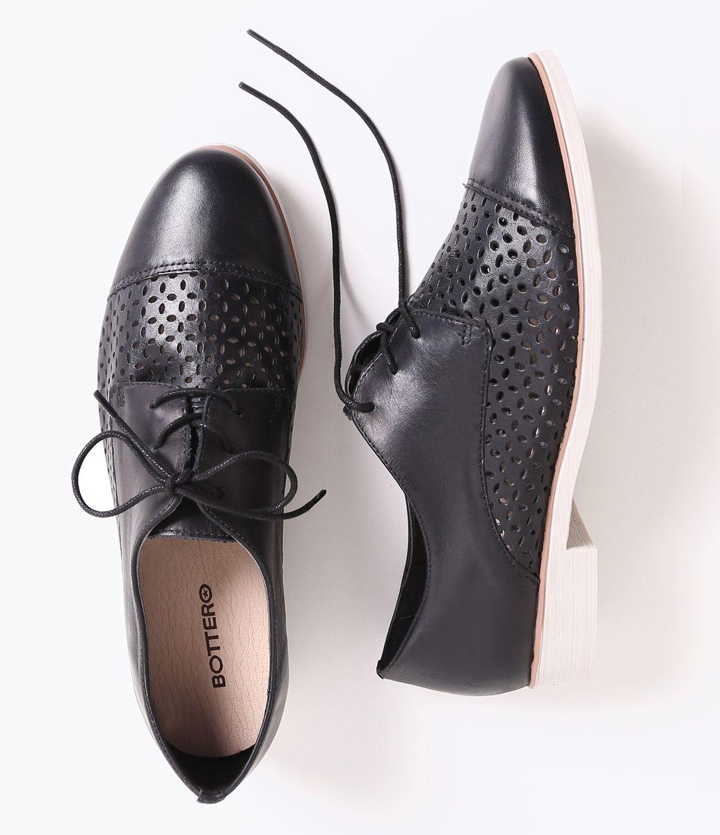 bf647d8cc Sapato Feminino Bottero em Couro Oxford Vazado - Lojas Renner ...