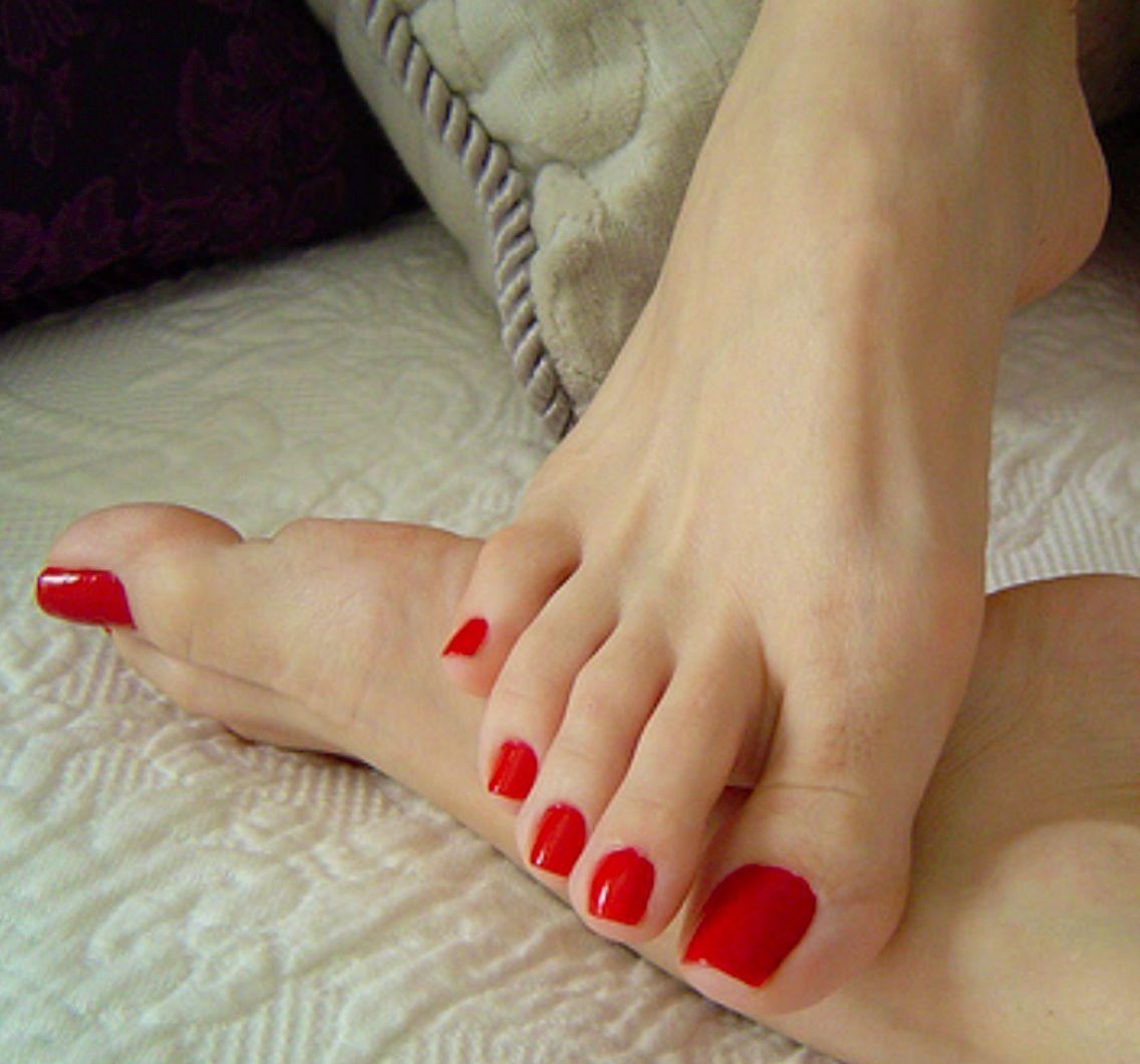 Фото женских босых ног