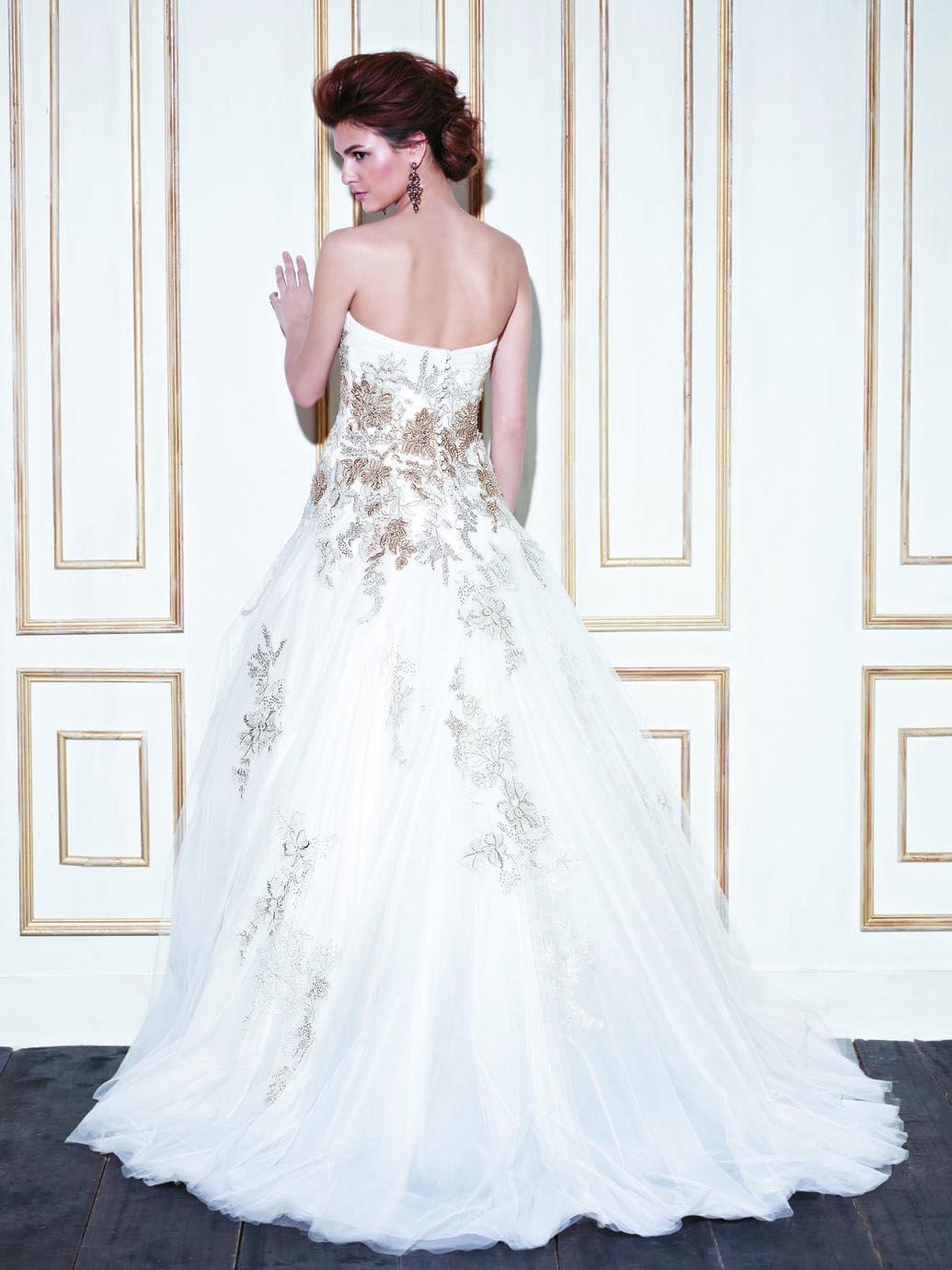 A Line Sweetheart Organza Ivory Wedding Dress