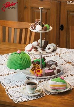 FREE Crochet Pastry Pattern : Princess Cake, Piece of Cake, Thumbprint Cookies, Meringue, Crackers, Roll Cake, Chocolate Balls, Biscuits and more (click on flag to get to free pdf-pattern)