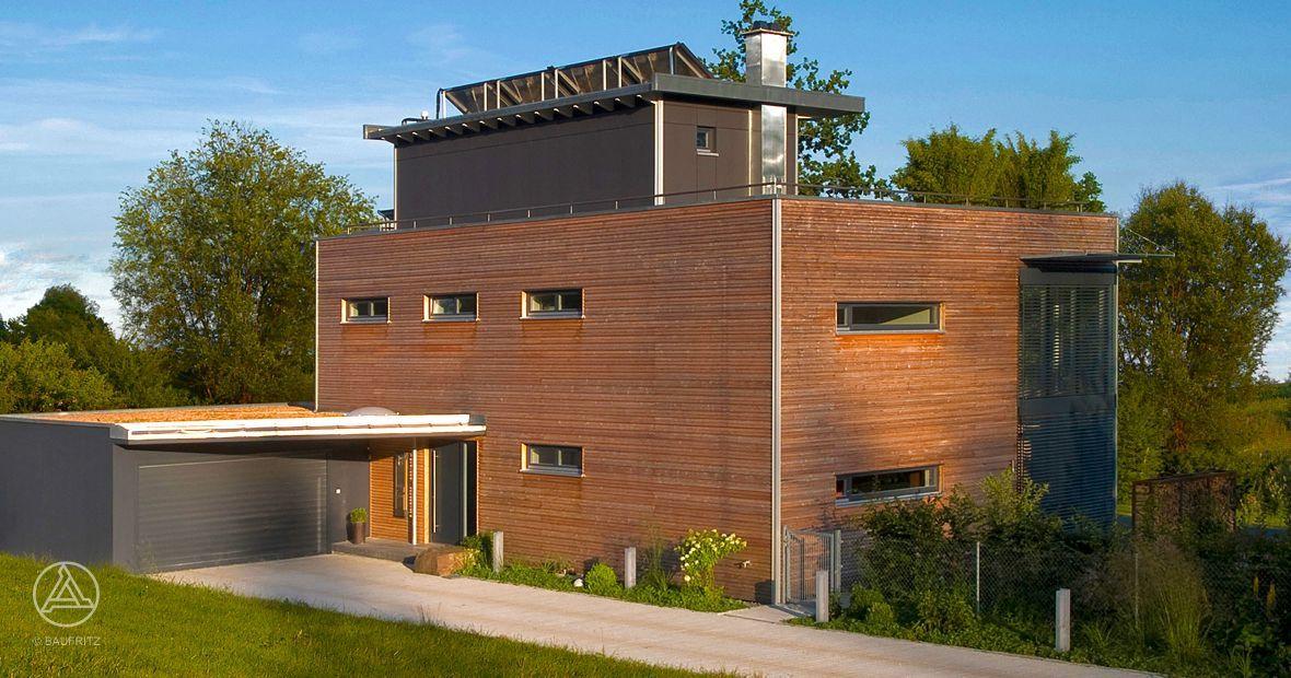 Modernes Holz Bauhaus mit Holzfassade und schnem Dachgarten