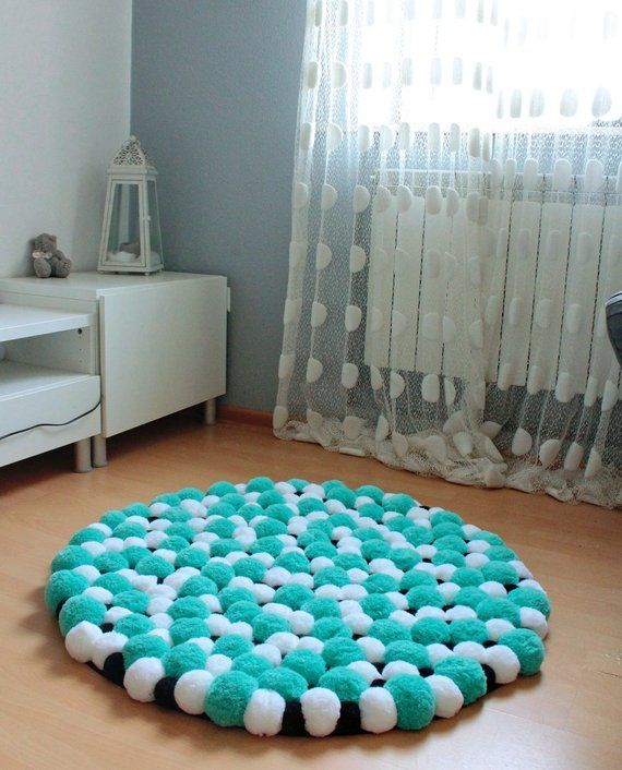 Round pom pom rug made of pompoms in few sizes: There are over a dozen of color sets for you to choose. DETAILS: - diameter: 45 cm/ or 55 cm/ - pom poms: thin acrylic yarn, - rug bottom: cotton grid, - thickness : 8 cm How to take care for a