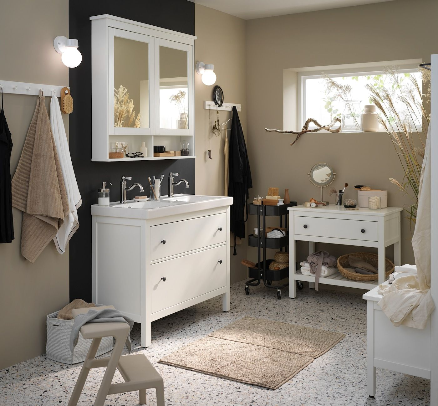 Bad Mit Hemnes Serie Modern Einrichten In 2020 Ikea Badezimmer Badezimmer Hemnes