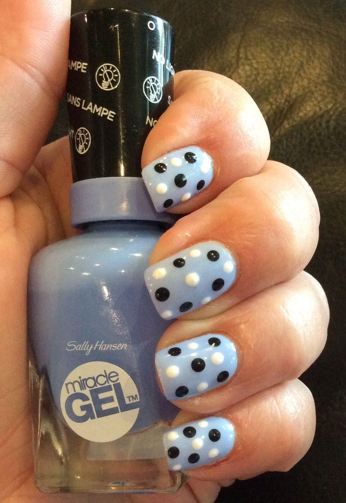 Polka dot nails #sallyhansen #miraclegel