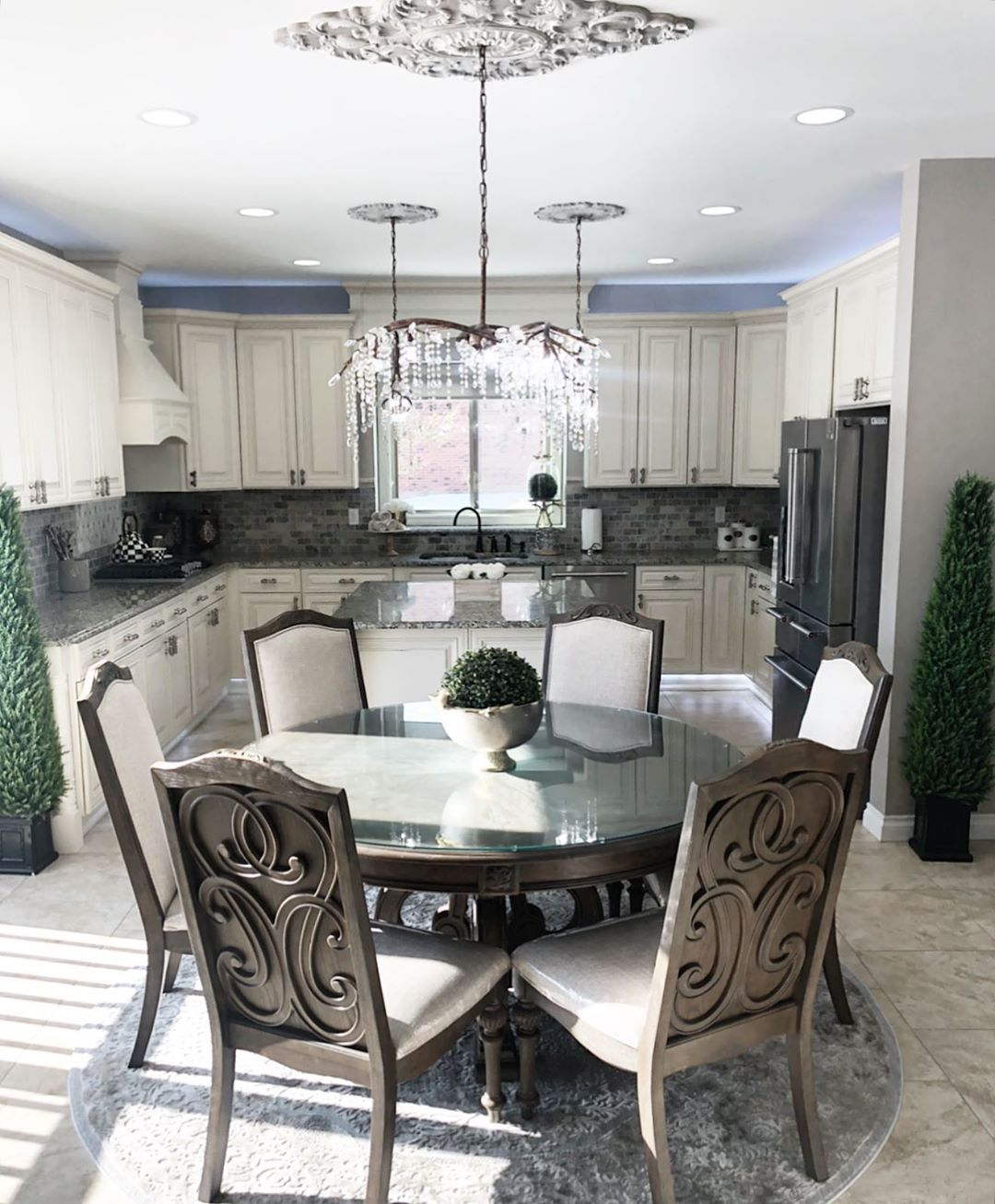 I used to look through my feed and question my style. Should I add more color? S...  #crystalchandelier #diningroomlighting #diningtabledecor #diningtables #happyathome #homedecor #homegoods #homegoodsfinds #homeorganizing #interiordesign #kitchendecor #kitchengoals #kitcheninspiration #kitchenislands #kitchennook #kitchenremodel #kitchensofinstagram #livingroomstyling #luxuryhomes #openfloorplan #organizedhome #whitecabinets #zgalleriemoment