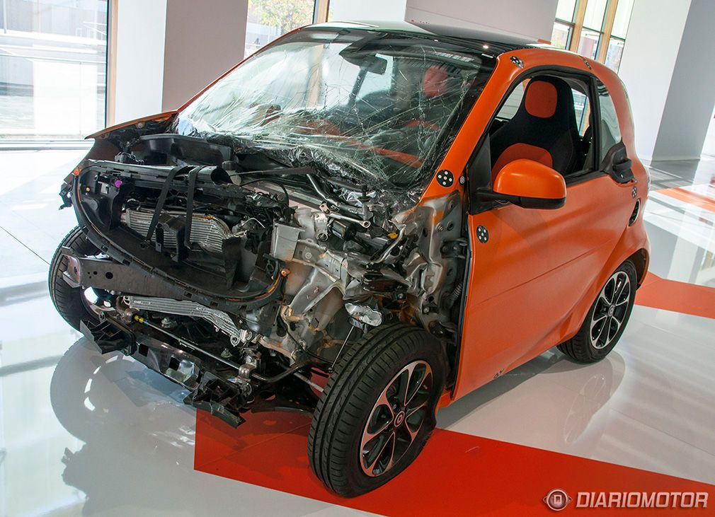 smart-fortwo-crash-test-07-1010px.jpg (1010×731)