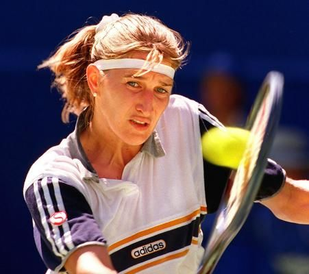 Graf Turned Professional At The Age Of 13 And Never Looked Back During One Calendar Year She Won All Four Gr Tennis Players Tennis Players Female Steffi Graf