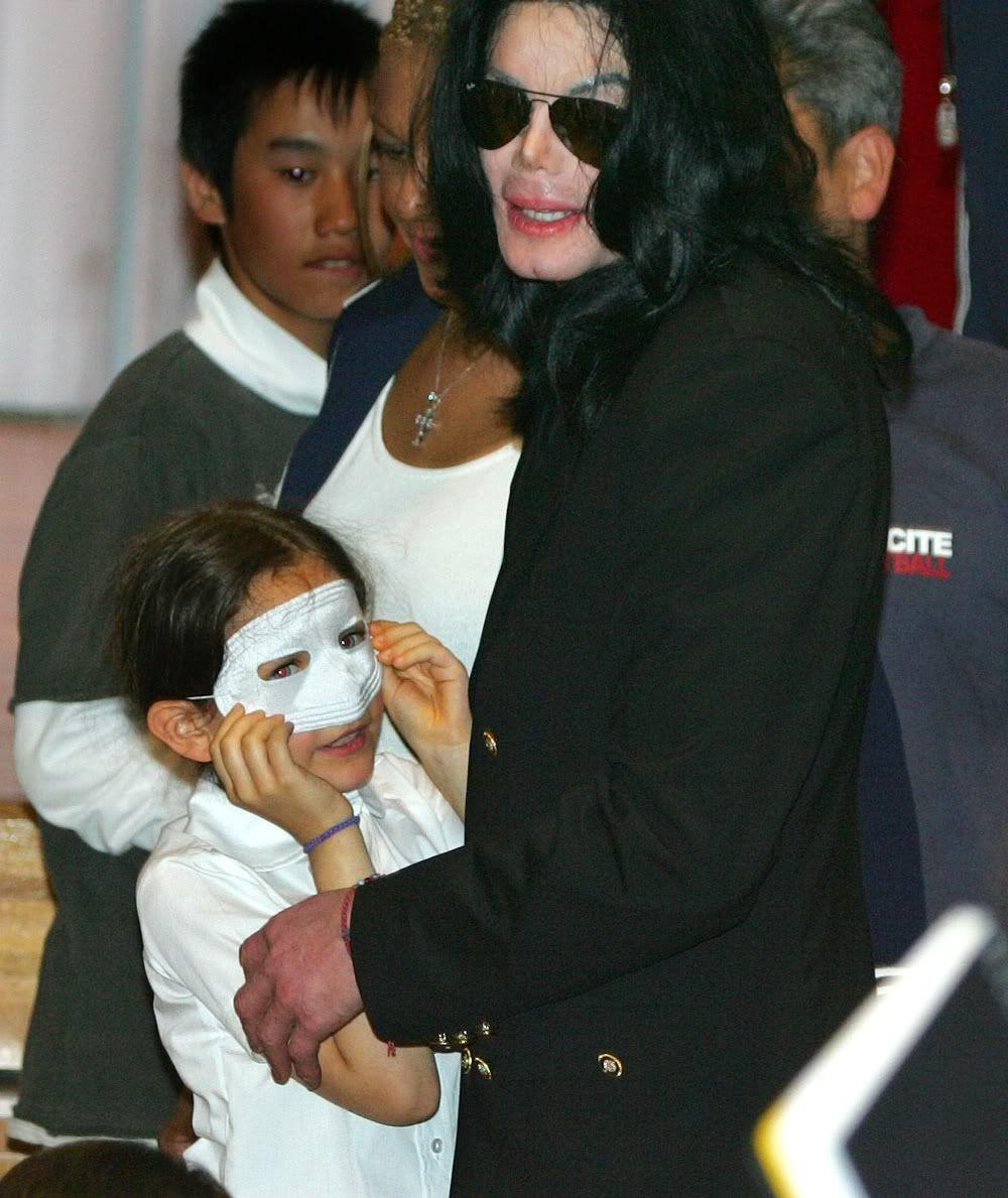 Michael Visits Tokyo Orphanage 2006 | 2006 Michael Visits