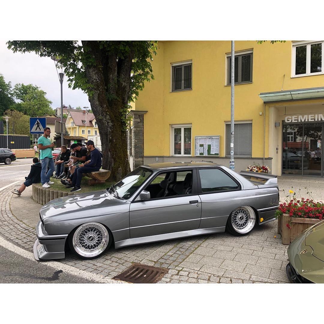 Bmw M3 Coupe Getting Sideways Bmw E30 Bmw M3 Bmw M3 Coupe
