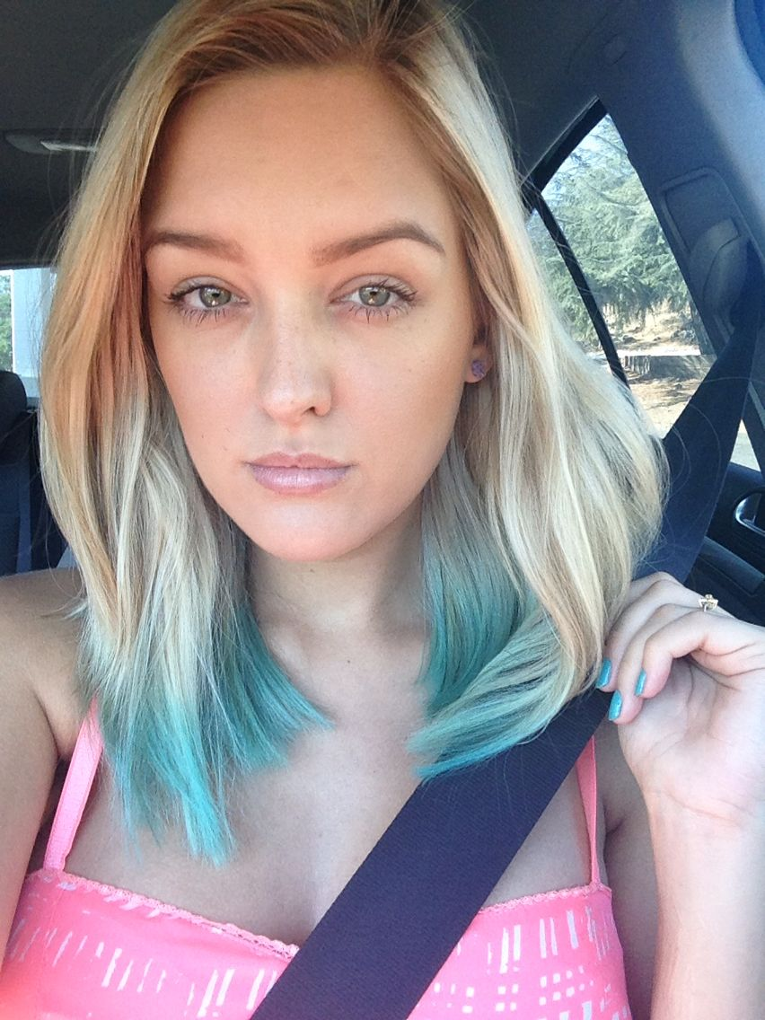 Dip Dyed Teal Kool Aid Hair So Easy I Used 2 Packets Of Unsweetened Blueberry Lemonade Kool Aid And 2 Cups Water Boil The Kool Aid Hair Teal Hair Hair Goals