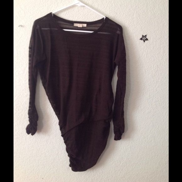 Slouchy scrunchy top Great as a cover up or to add when wearing a crop top! Derek Heart Tops Tees - Long Sleeve