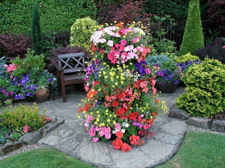 platzsparende Ideen für den kleinen Garten - Ein Blumenturm - ideen fur den kleinen garten
