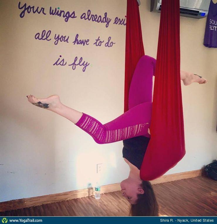 Click here to see Shira's yoga pose in Nyack #asanas #yogatrail
