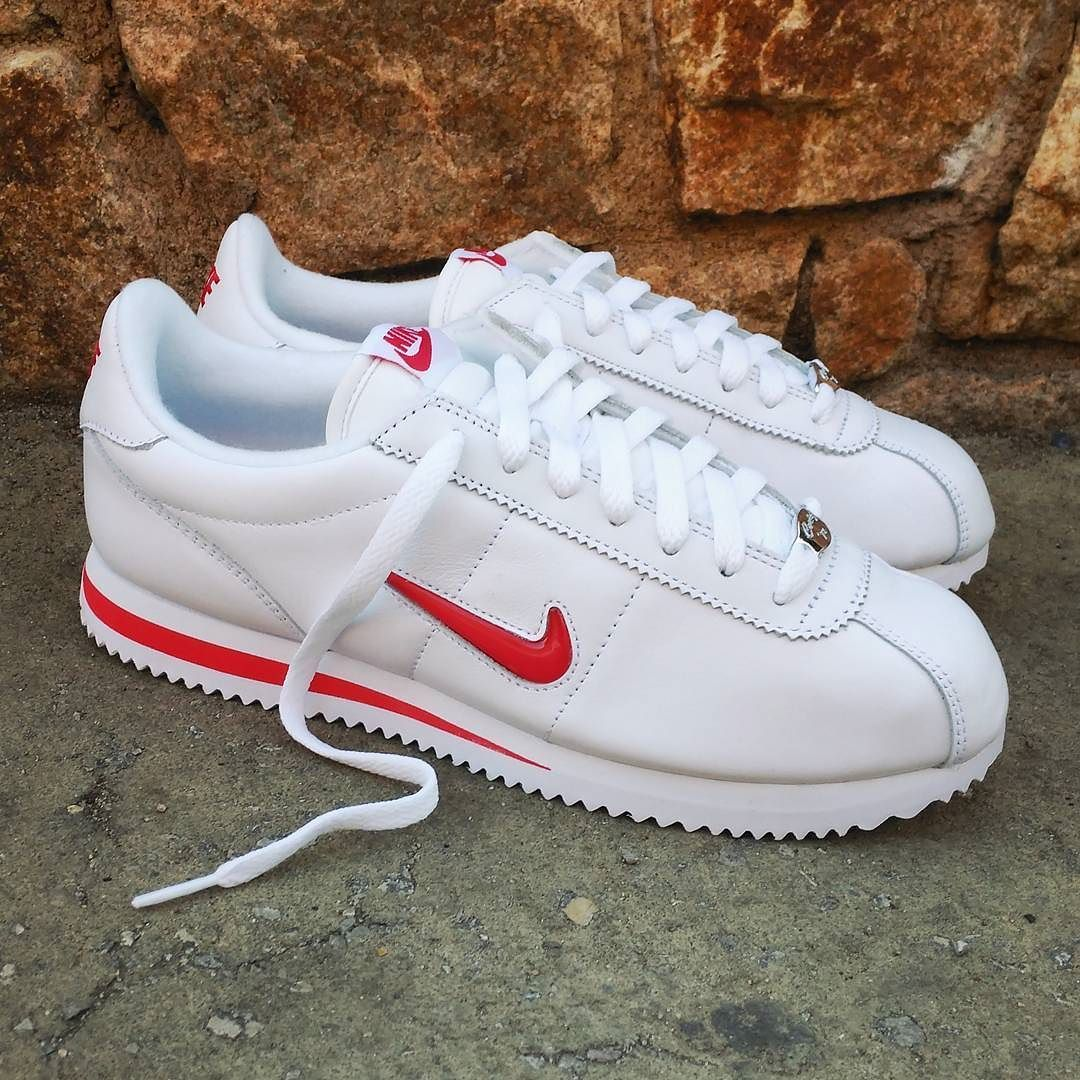 buy popular 86720 102d9 Pin by Beverly on Shoes   Nike shoes, Sneakers, Nike cortez