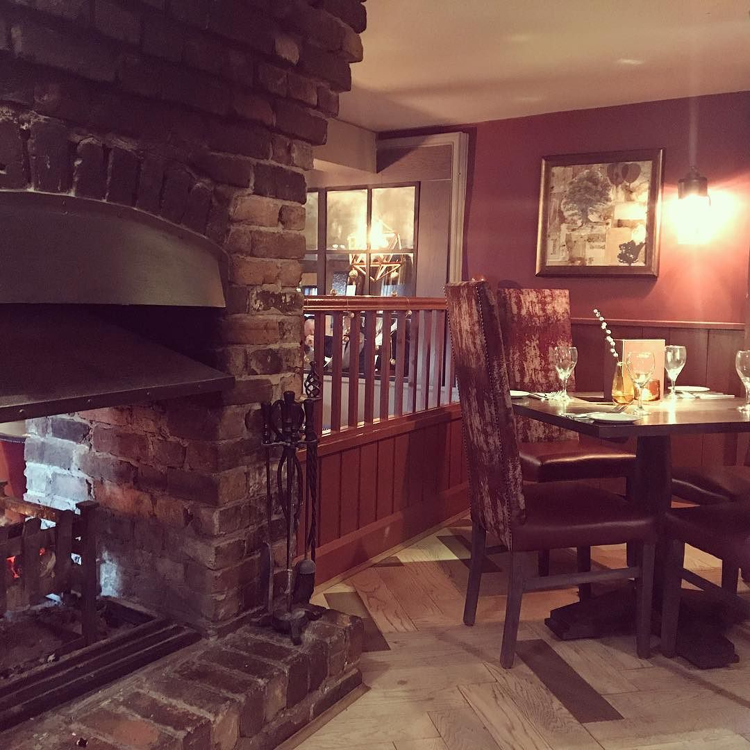 This Is Dinning Room Goals The Bell Belbroughton Had A Beautiful Meal There Yesterday With Wonderful Friends Famil Room Goals Dinning Room Family Adventure